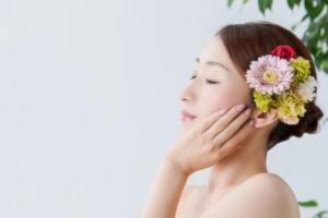 芸能人愛用の美容グッズまとめ(化粧品・コスメ・美顔器・リップ)